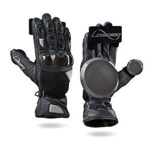Для защиты рук используются специальные слайд-перчатки