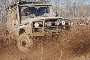 Гонки на джипах по грязи