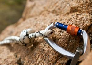 Разница между грудной обвязкой, веревкой и нижней страховкой для скалолазания